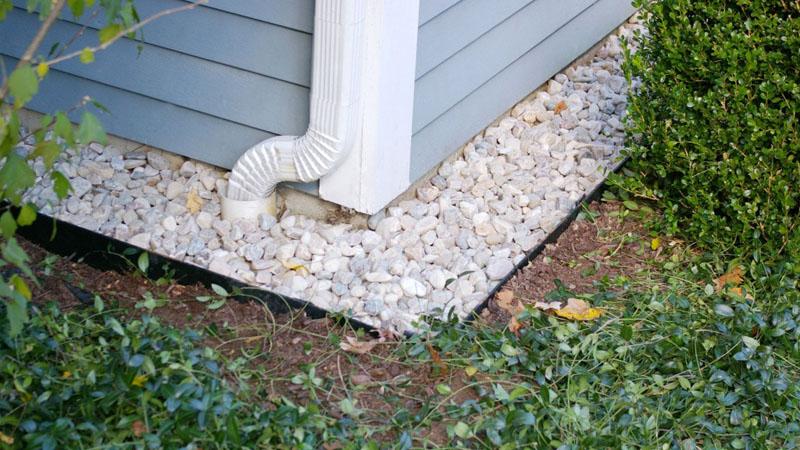 Для чего нужна отмостка вокруг дома: изучаем варианты обустройства эффективной защиты фундамента