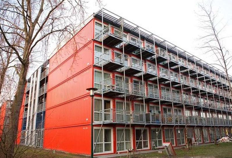 """""""Keetwonen"""" - общежитие из контейнеров в Амстердаме, построенное в 2005 году компанией Tempohousing"""