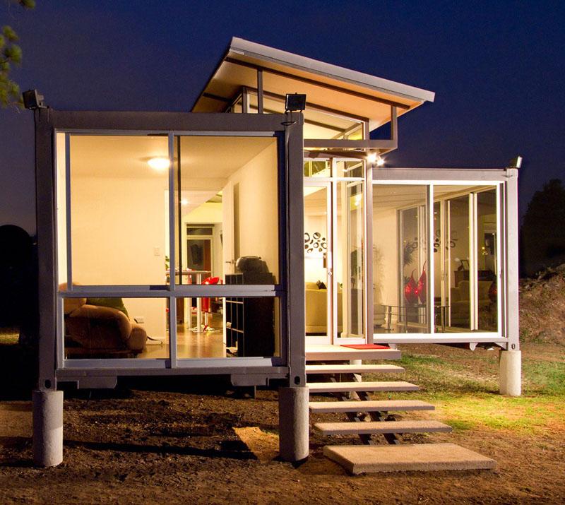 Для возведения жилых сооружений и капитальных построек обычно используют 20-футовые или 40-ка футовые контейнеры