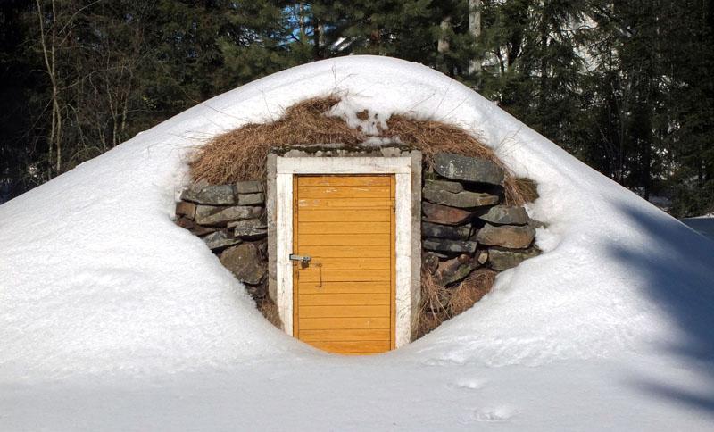 А в сильный мороз лучше вовсе отказаться от похода за овощами, чтобы не выстудить хранилище