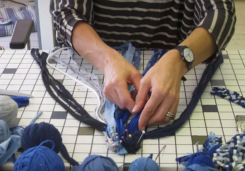 Перед началом работы ленты необходимо закрепить