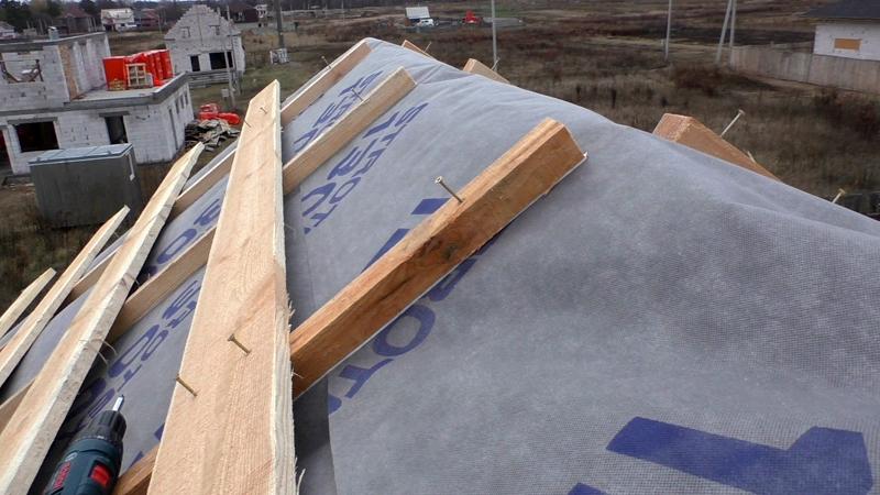 Для защиты от ветра необходимо использовать укрывной материал повышенной плотности