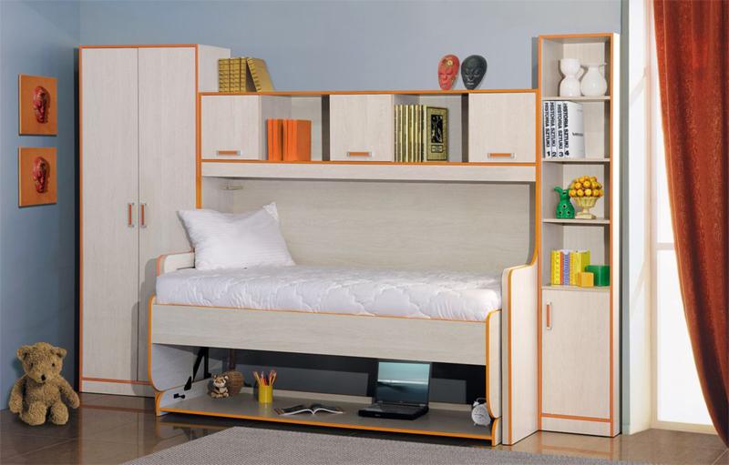 Для детской комнаты небольших размеров очень удобны кровати, которые превращаются в рабочий стол для школьника
