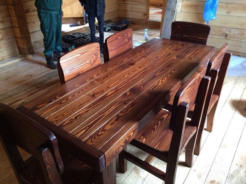 Вот такой может получиться обеденная зона, после обработки древесины огнем