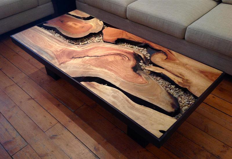 Быть может, вас заинтересует вот такой эффектный столик из слэба дерева?
