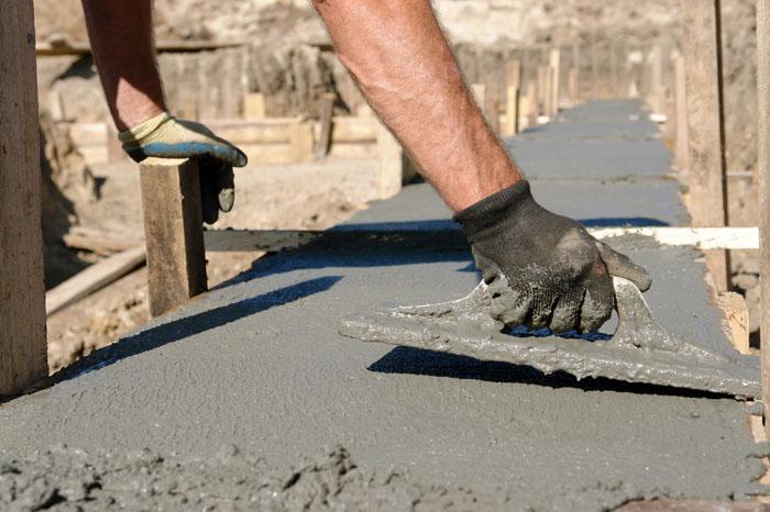 Согласно технологиив некоторых случаях фибра может замешиваться в сухую цементную смесь ещё до добавления воды