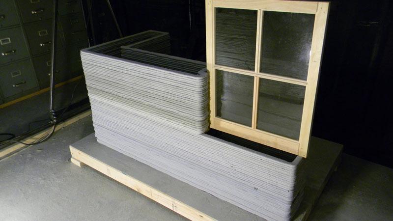 3D-принтер позволяет провести укладку стен, перекрытий, инженерных отверстий, в том числе под оконные проёмы