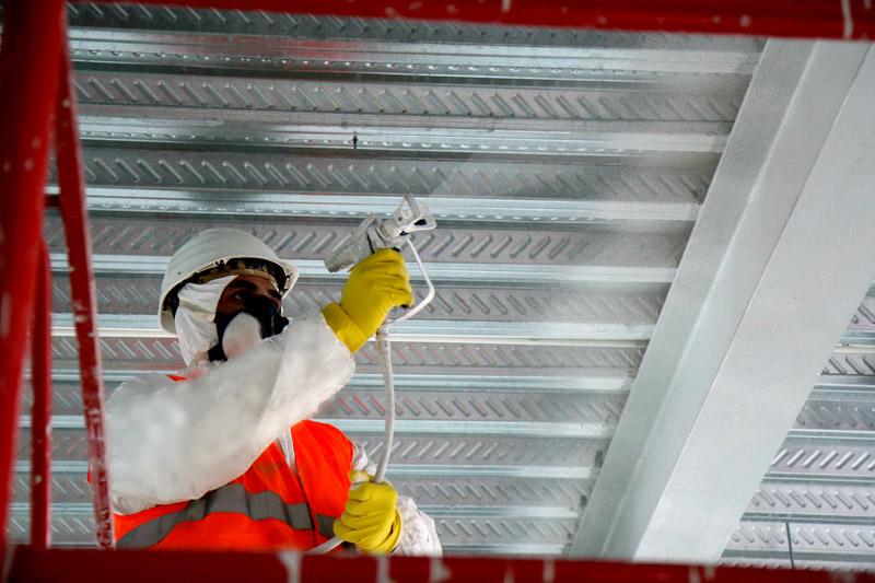 Огнезащитные составы токсичны, поэтому при их нанесении необходимо применение индивидуальных средств защиты