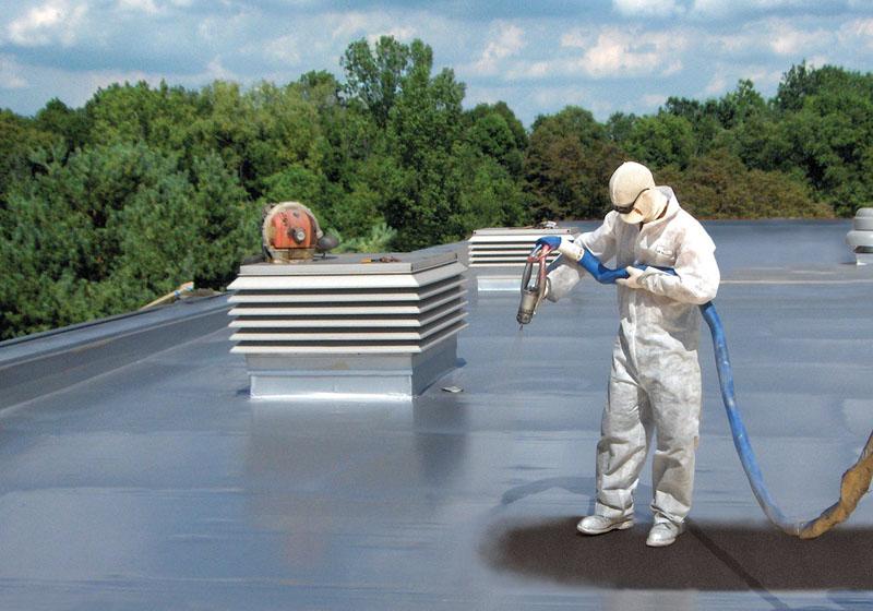 Работы по герметизации помещений и фасада лучше всего проводить в сухую погоду, поверхность должна быть подготовлена. Очищена и пыли или лакокрасочного покрытия