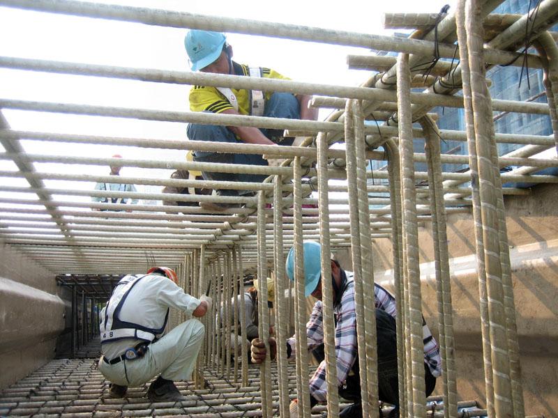 Материал широко используется при проведении монтажных работ, строительстве каркасов, ограждений, заливке фундаментов