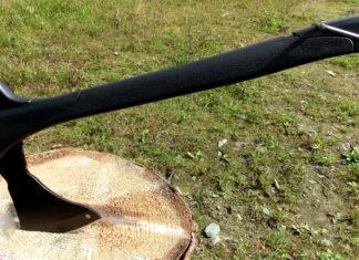 Инструмент, способный выполнять функции топора, пилы и молотка