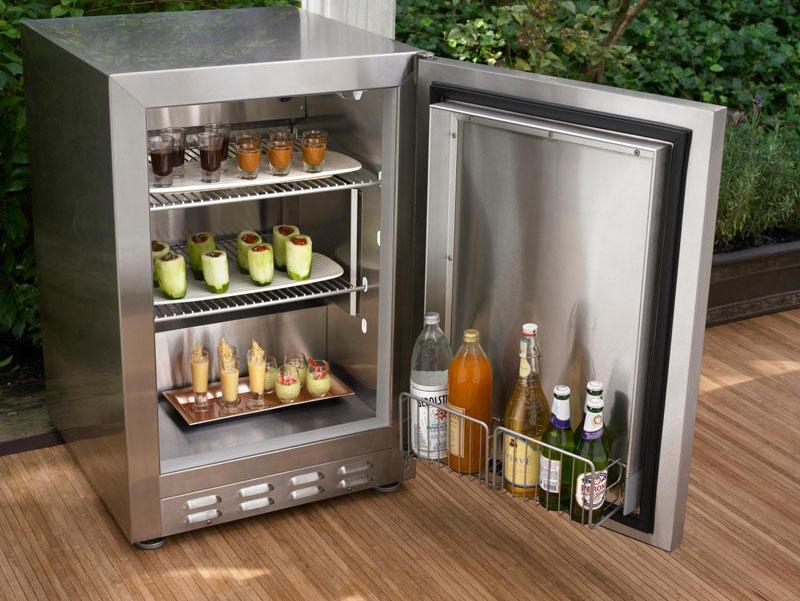 5 необычных и практичных способов применения обычного холодильника на даче