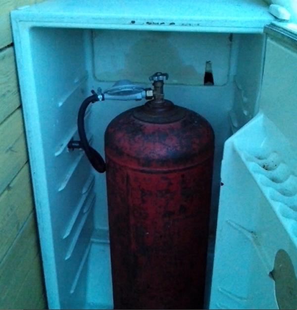 Использование старого холодильника в качестве защитного ящика для пропана