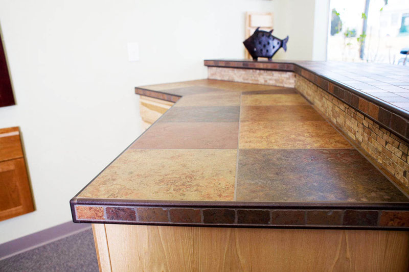 Линолеум на столешнице дачной кухни