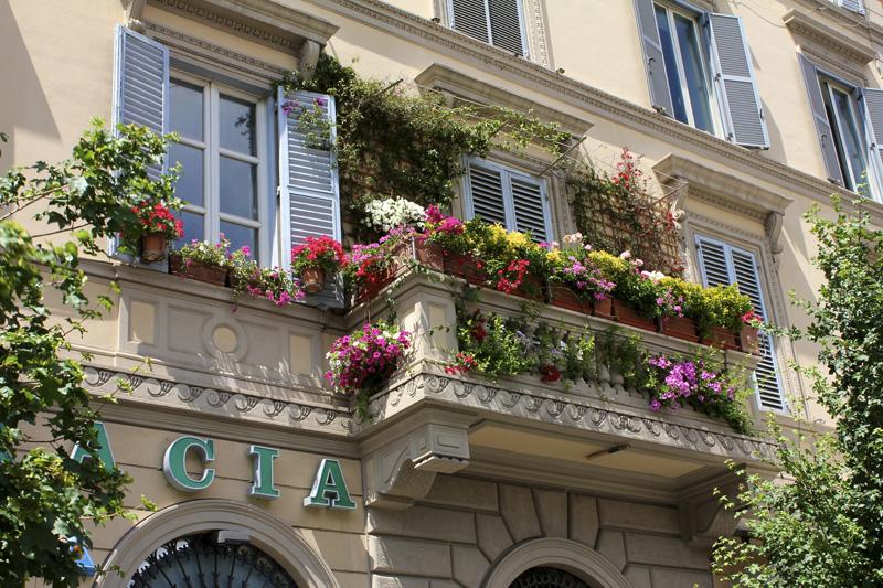 Балконы, прекрасный способ организовать зелёную зону даже в маленькой квартире