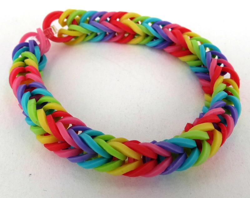 Можно подобрать цвета таким образом, чтобы браслет выглядел в виде радуги