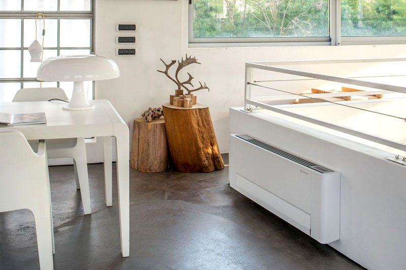 В квартирах с двухтрубной системой кондиционирования чаще устанавливают напольные фанкойлы