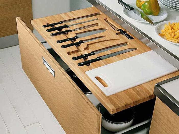 Для ножей можно использовать узкие и глубокие места