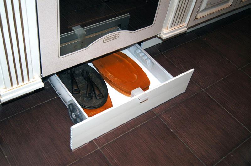 В цокольных шкафчиках можно разместить различные редкие расходники или инструменты