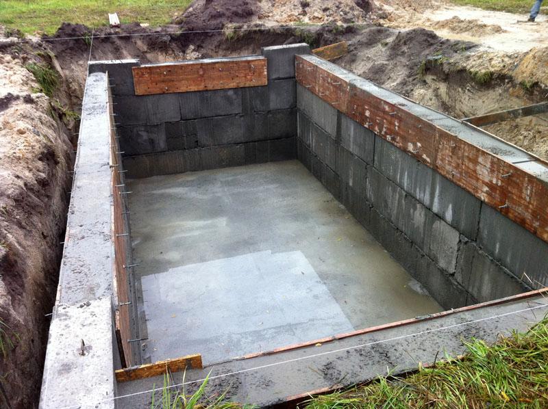 Пол залит, стены подняты – можно делать перекрытия