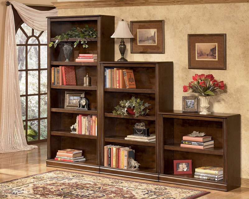 Открытые шкафчики для размещения литературы имеют более низкую стоимость