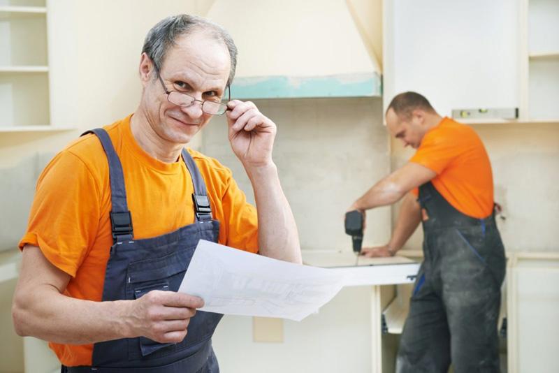 Сборка модульной кухонной мебели достаточно проста. Главное – следовать инструкциям производителя