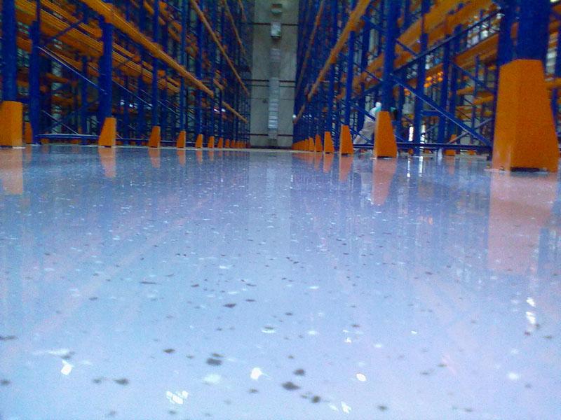 Полиуретановый наливной пол можно укладывать в складских помещениях