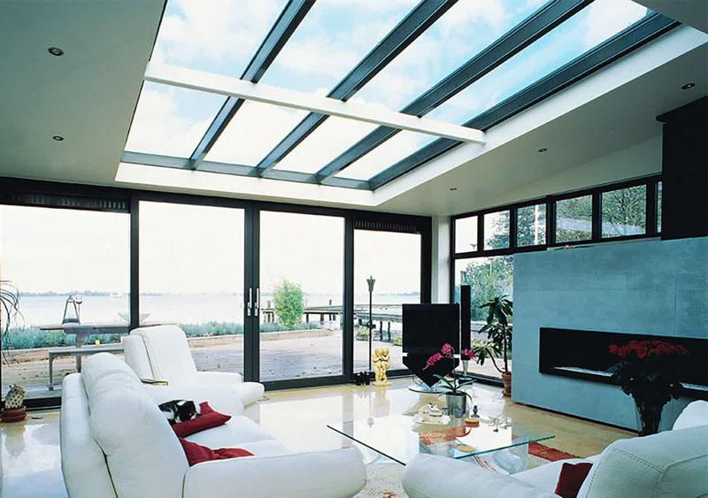 Именно на подобные стеклянные потолки и устанавливают тёплые окна