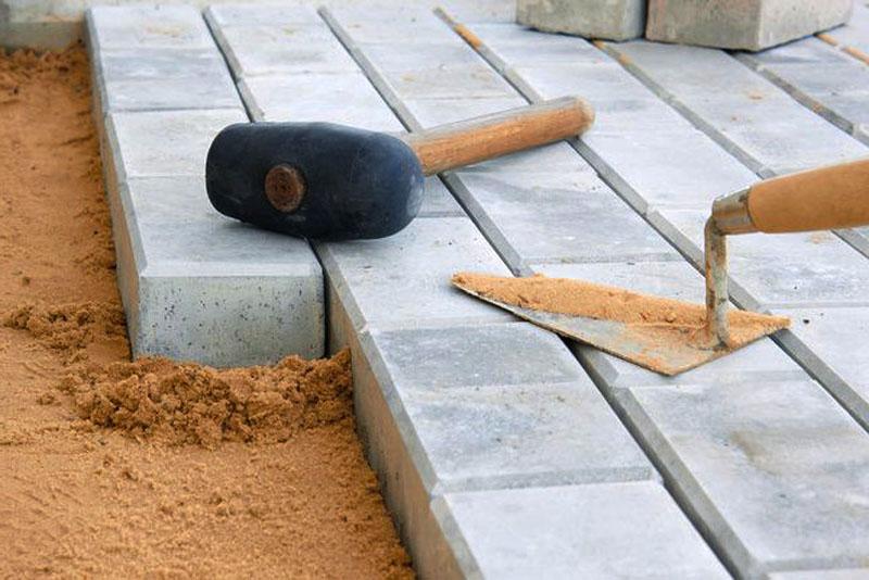 Плитка — универсальный материал, который подходит обустройства самых разных объектов и зон