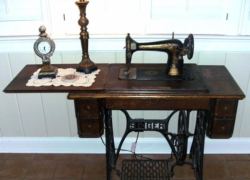 Раньше швейные машинки были такими. Современные многофункциональные модели с ними не сравнить