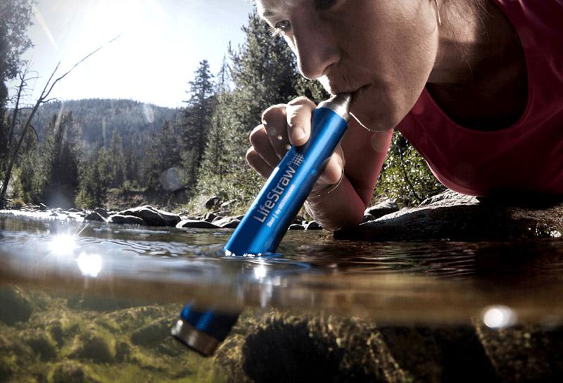 Как вариант, можно пользоваться суперсовременными фильтрами для воды и пить буквально из каждой лужи.А если её нет, и вы находитесь далеко от водоёма?
