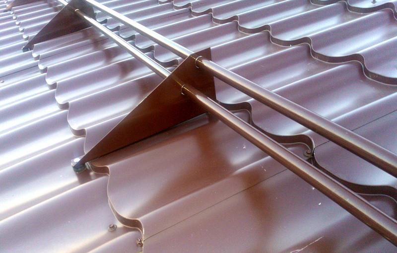 ❄ Снегозадержатели на крышу: как обеспечить безопасность семьи в зимний период