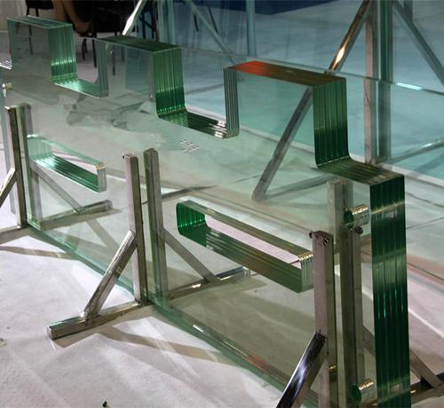 Многослойное стекло триплекс - что это такое: особенности использования и характеристики