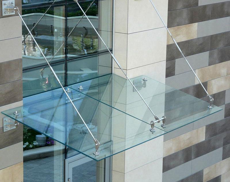 Применение триплекса подразумевает использование креплений, направляющих и фурнитуры повышенной прочности