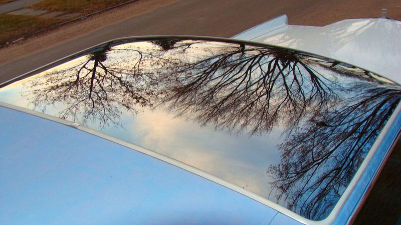 В автомобилях триплекс используется при изготовлении форточных окон и лобового стекла