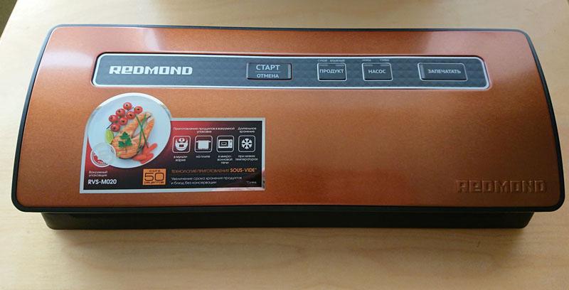 Прибор «Redmond RVS M020» очень компактен и имеет отсек для хранения шнура
