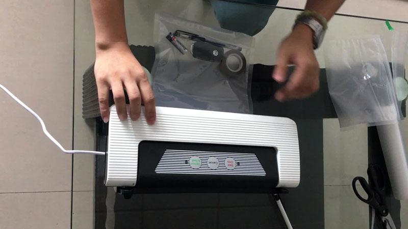 Такие устройства используют и для иных целей – прибор способен запаивать плёнку без откачивания воздуха