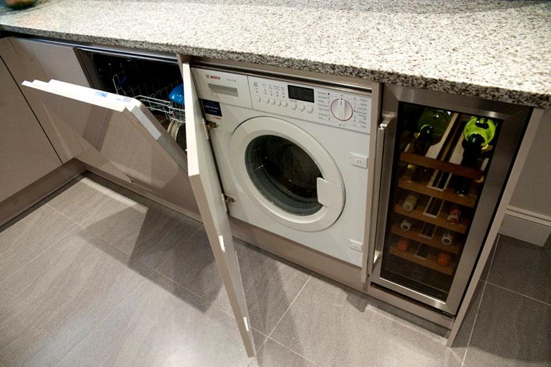 Для этих целей существуют достаточно компактные стиральные машины, габариты которых в глубину менее 45 см