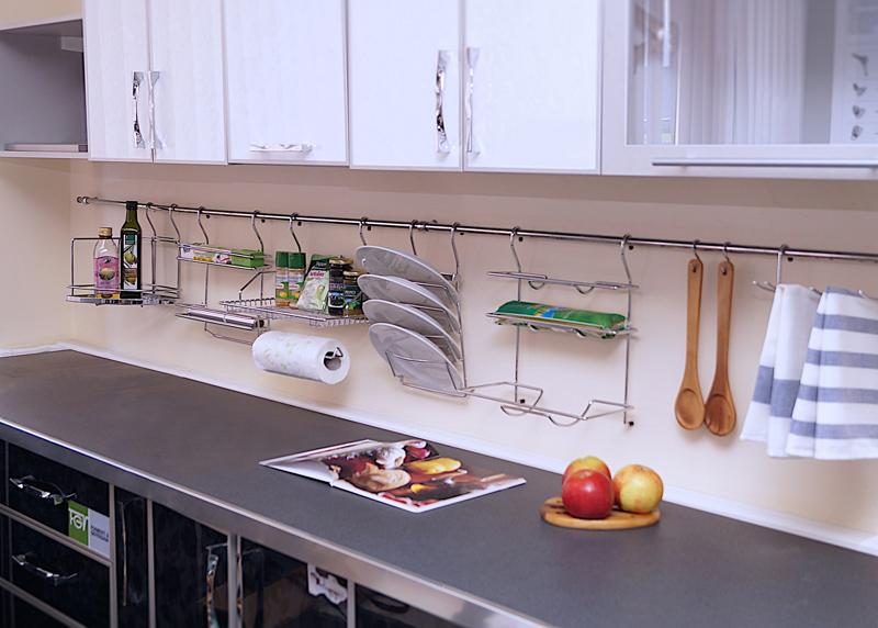 Разнообразные системы крепления позволяют организовать хранение повседневной кухонной утвари