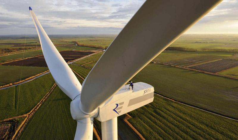 Основой ветровых установок служит ветровой генератор