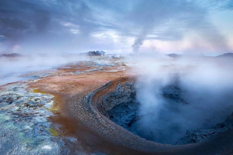 Для использования геотермальных вод используются специальные установки, посредством которых внутреннее тепло земли преобразуется в тепловую и электрическую энергии