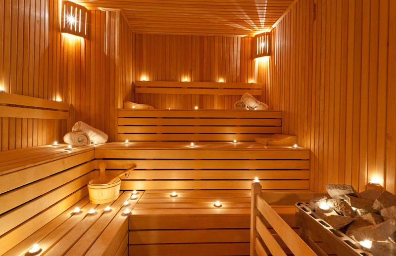 Парная в деревянной бане