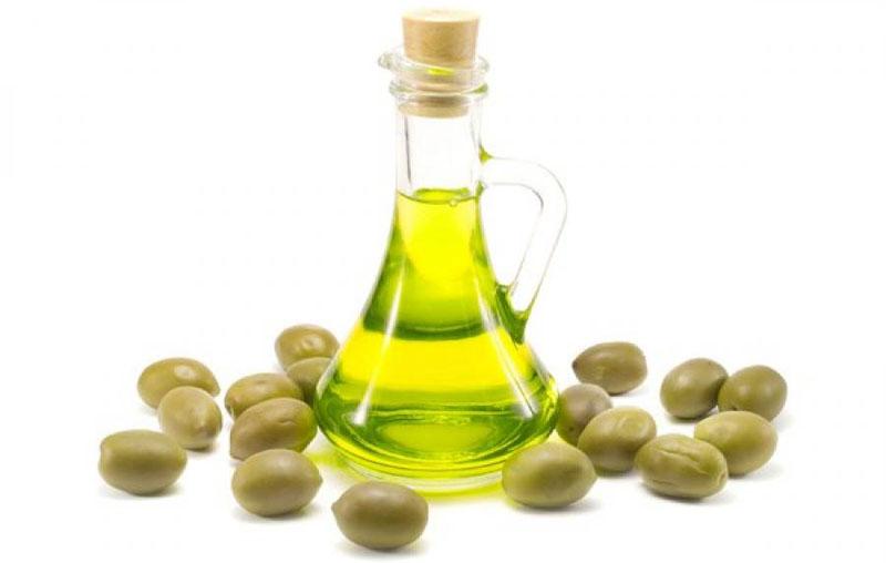 Оливковое масло помогает удалить небольшой налёт