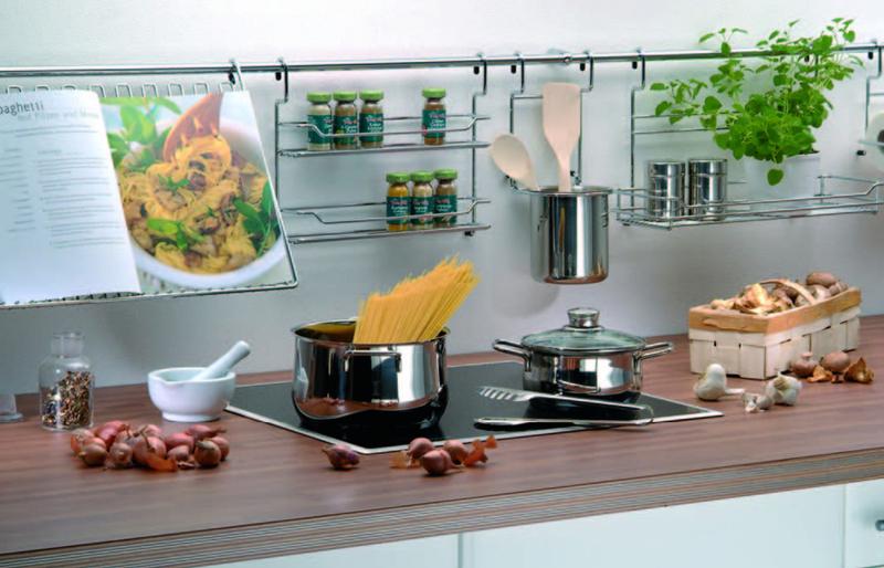 Делаем интерьер кухни удобным: 10 полезных аксессуаров