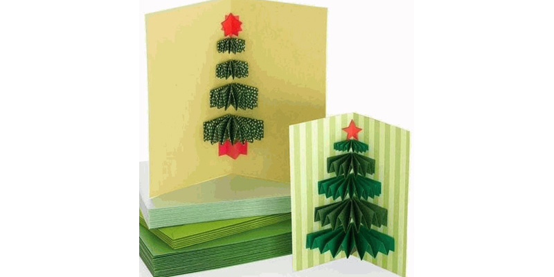 Количество ёлочных лапок зависит от размера открытки