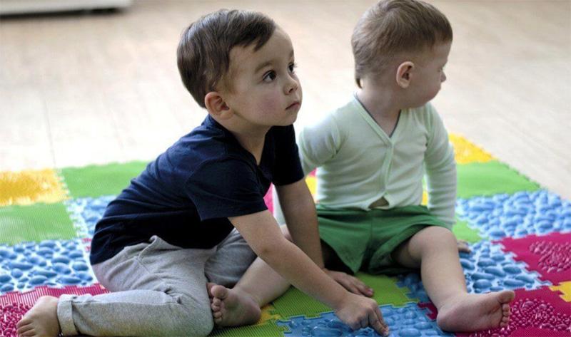 Для малышей производители разрабатывают модели с учетом особенностей строения маленькой ножки