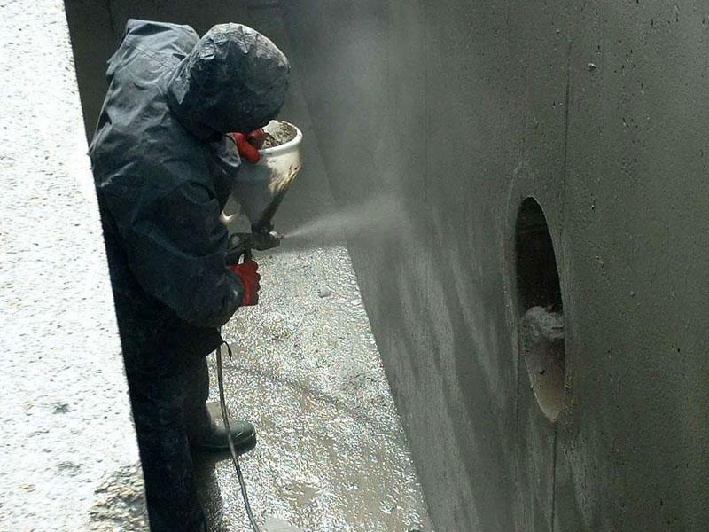 Нанесение жидких гидроизоляционных составов можно производиться при помощи распылителя