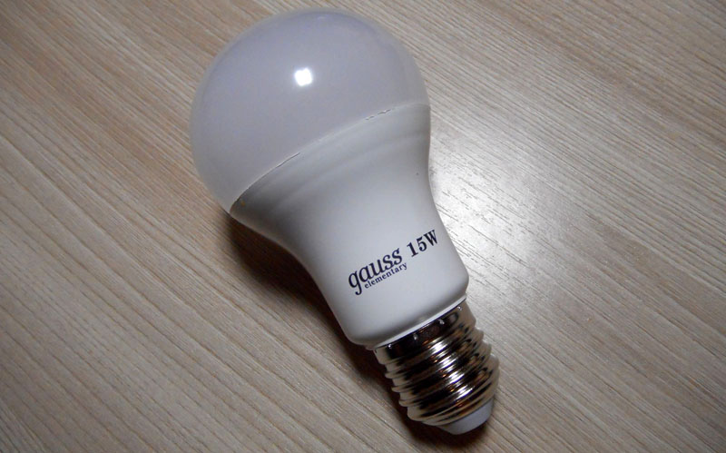 Холодный свет лампы подходит не для всех помещений