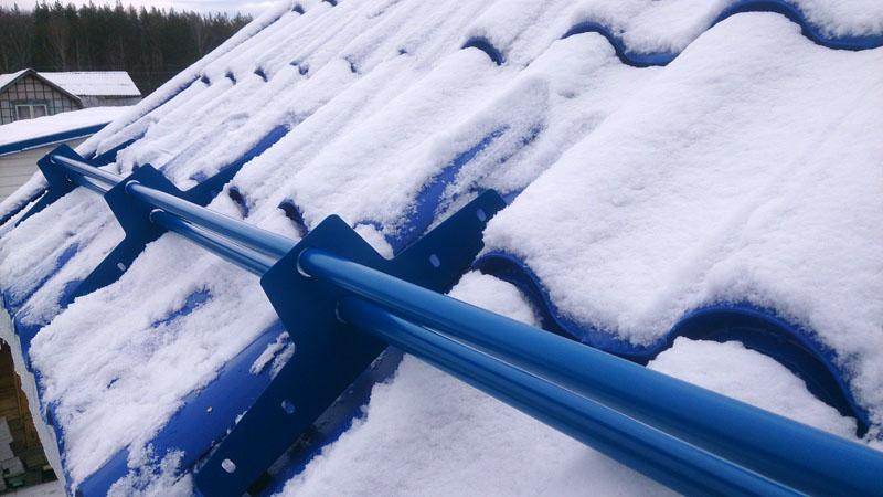 Снегозадержатели не всегда становятся панацеей, точнее ею и не являются