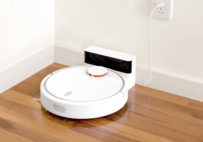 Эта маленькая машинка способна тихо и незаметно убирать комнату в ваше отсутствие